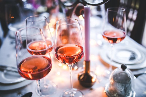 wine glasses at dinner table